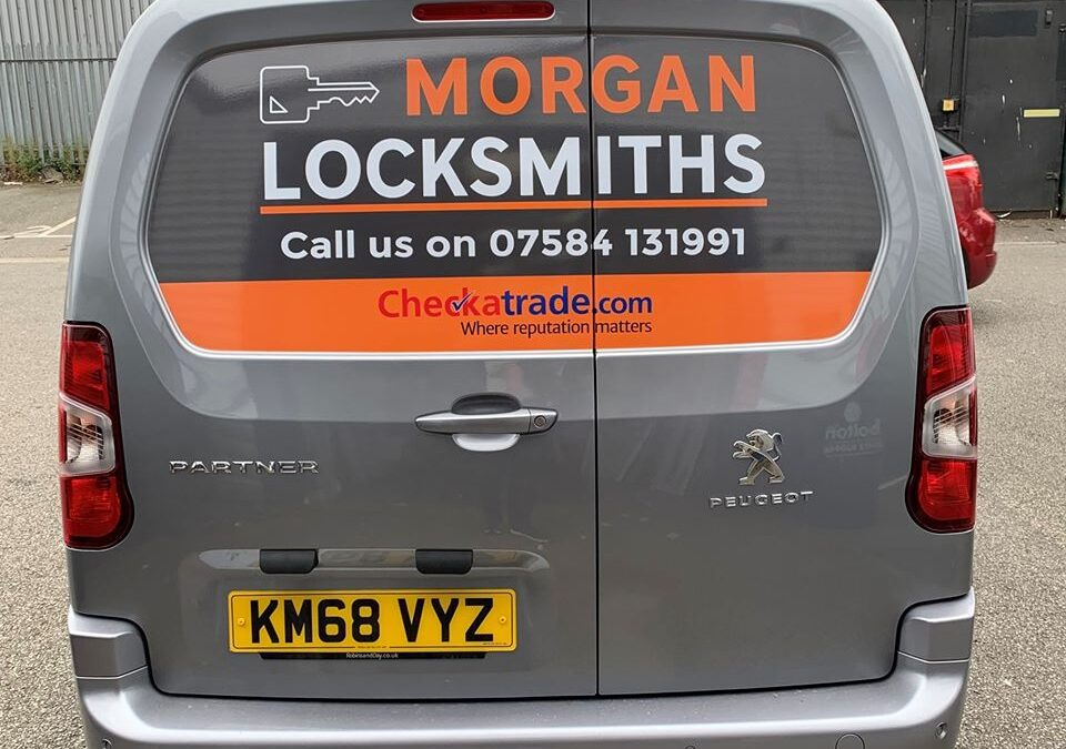 Why you should choose local Colchester locksmiths